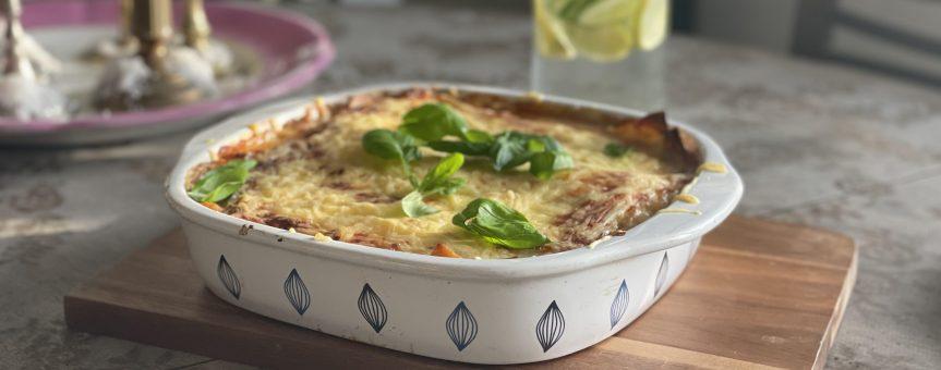 Wegańska lasagne zsosem pomidorowym